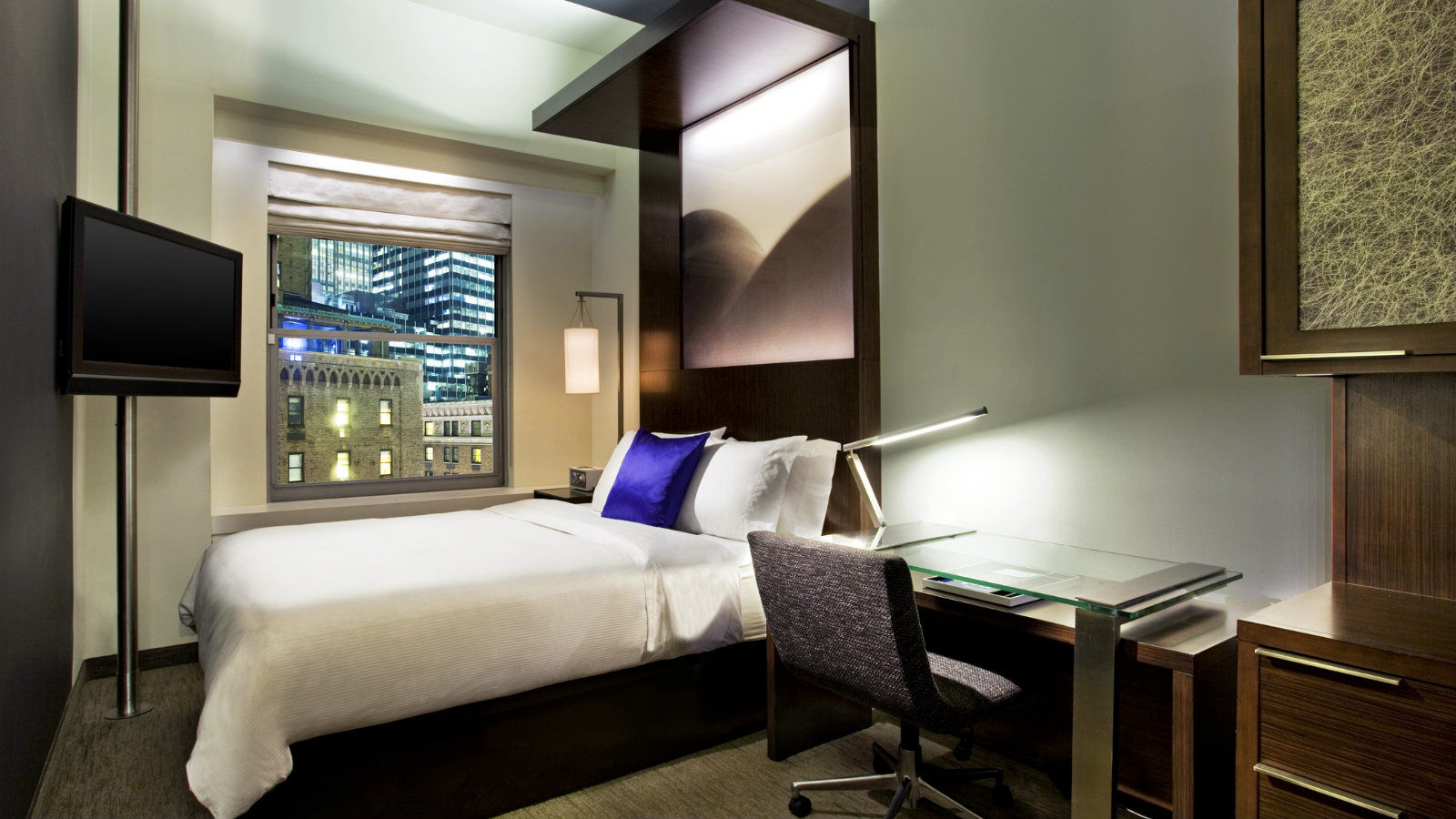 Cozy room w new york for W hotel bedroom designs